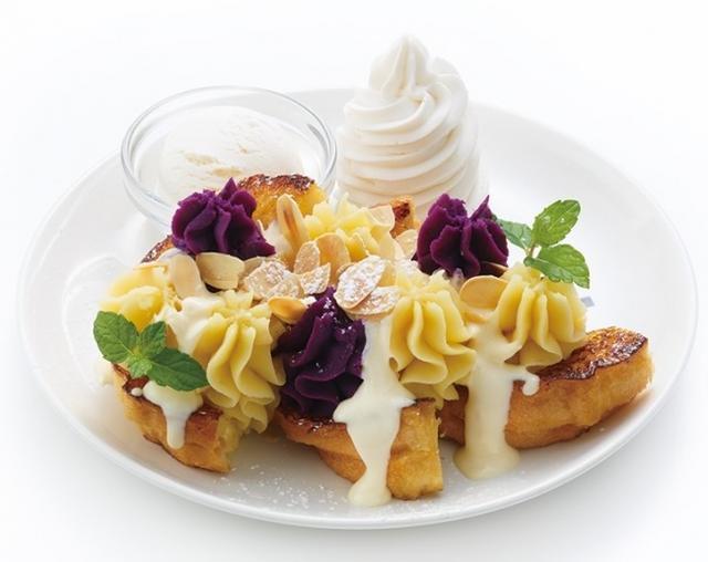 画像: スイートポテト〈Sweet Potato〉 収穫の秋らしいスイーツの登場です! さつまいも・紫芋をそれぞれカスタードクリームと合わせた2種のスイートポテトでフレンチトーストを飾り、パリパリで香ばしくローストしたアーモンドをふりかけました。 1,300円