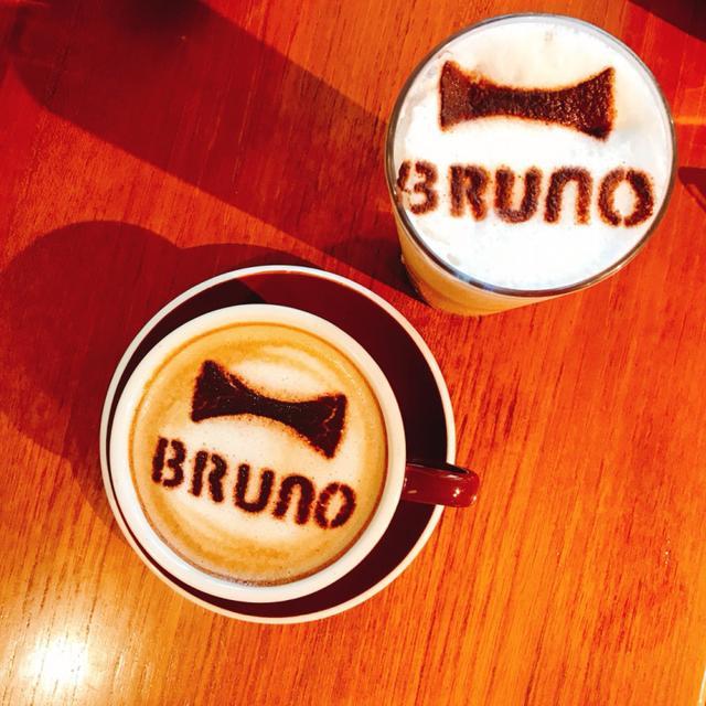 画像: BRUNO のロゴが入ったかわいいカフェラテ