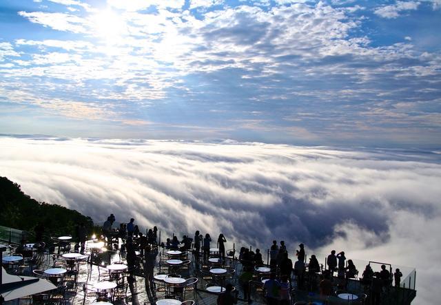 画像2: 「雲海テラス」に雲海を楽しむ展望スポット 「Cloud Bed」