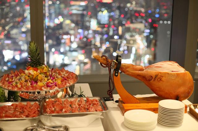 """画像: 地上210mの絶景広がる非日常空間で""""東京を食べる""""体験を!"""