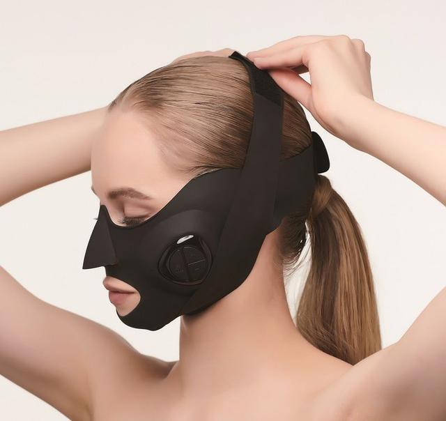 """画像: 装着するだけで正しく表情筋を鍛え、上向き肌へ導く""""ウェアラブル美顔器""""『MediLift』"""