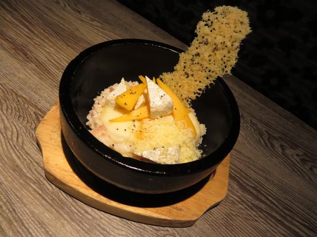 画像: 5種類のチーズが入った贅沢なチーズリゾット!石焼チーズリゾット 590円