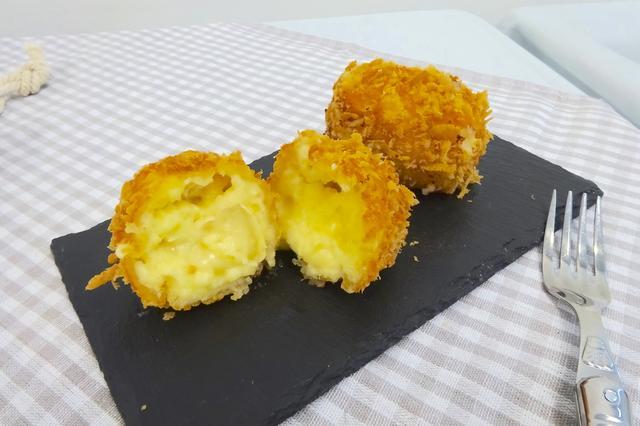 画像: (地下3階)発酵kitchen リッチクリームコロッケ東京 「5種のチーズを使用したザックコロリッチチーズ」/560円(税込) *各日20点限り*各日12時〜販売