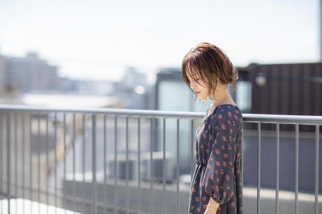 画像: 田中亜希子 / たなかあきこ 1979年12月25日、東京出身。身長145cmと小柄ながらも、バランスのとれた大人ファッションでSサイズコーディネートのリーダーとして注目される。女性誌のファッション、ヘア、メイクの特集などに多く登場し、2018年2月には著書『akiico Beauty 「年を重ねてもキレイ」のために 私が実はやっていること、ぜんぶ。』を出版。これまでにも『akiico HAIR ARRANGE BOOK』『akiico 100 LOOKS 基本10着でも100通りの私になれる!』『akiico hair diary 毎日かわいいヘアアレンジ』している。8歳&5歳の男の子のママ。 www.instagram.com