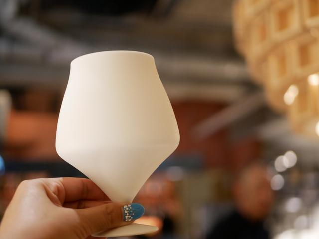 """画像: オリジナルカクテルは香りを楽しむ""""日本酒専用グラス""""で提供"""