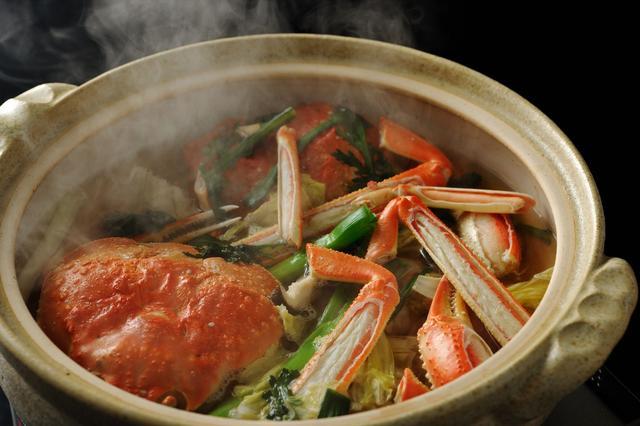 画像: 界 加賀(石川県・山代温泉)タグ付き活ずわい蟹の「蟹すき鍋」