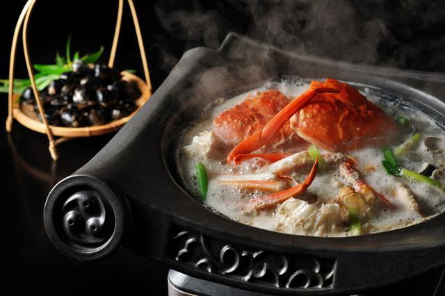 画像: 界出雲(島根県・玉造温泉)タグ付き活松葉蟹の「蟹すき鍋」