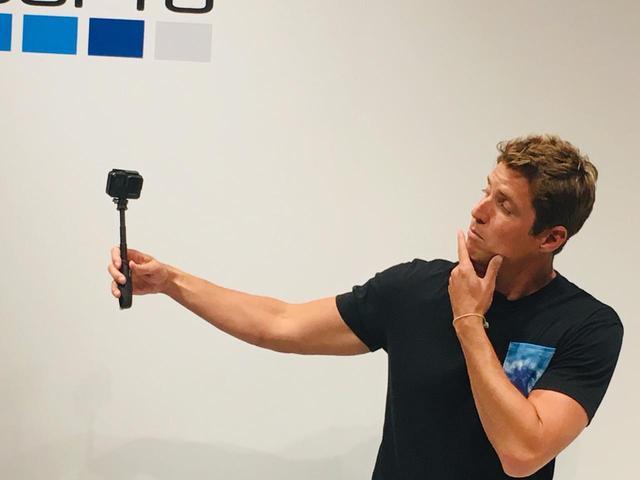 """画像: 先日行われた発表会ではGoPro の創設者Nick Woodman氏も来日。 """"HERO7 Black は私たちがずっと待ち望んでいた GoPro です。 HyperSmooth ビデオによって、 ユーザーは誰でも自分の好きなアクティビティを驚くほどスムーズな、プロフェッショナル が撮影したような映像を撮影し、そしてライブ配信もすることができるようになりました。""""と語っていました"""