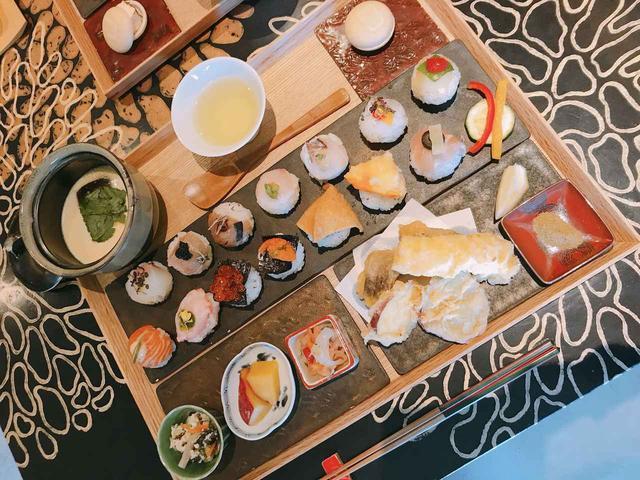 画像: 様々な種類を少しずついただけるのも手毬鮨のいいとことですね。 健康にも配慮した、鮮やかな手鞠鮨とおいしい日本茶を頂きました!