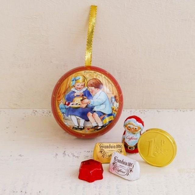 画像2: クリスマスを楽しむ小さな姉弟や動物達を描いた物語オーナメント