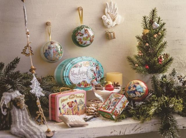 画像1: クリスマスを楽しむ小さな姉弟や動物達を描いた物語オーナメント