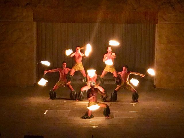 画像: ファイヤーナイフダンスチーム「シオバラ」のケメンダンサーたちによる、ファイヤーパフォーマンスも迫力満点です!
