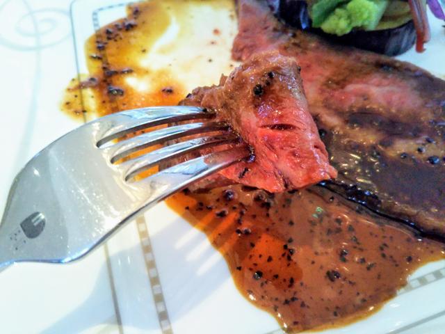 画像2: 【メイン】和牛ロース肉のローストビーフ トリュフとマデラ酒のペリグーソース