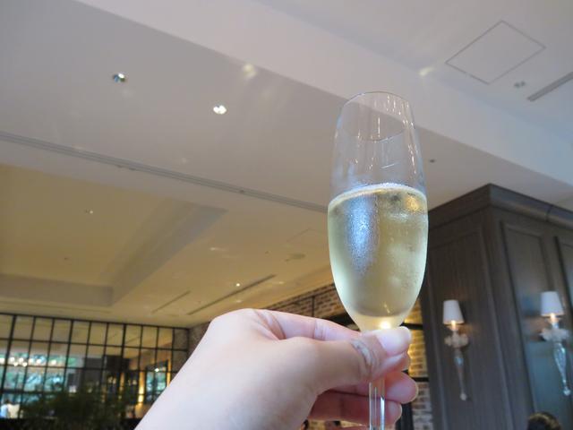 画像: スタートはシャンパン