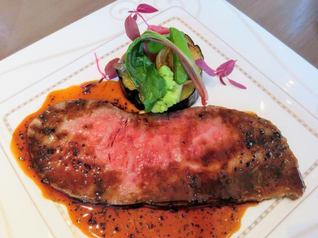 画像1: 【メイン】和牛ロース肉のローストビーフ トリュフとマデラ酒のペリグーソース