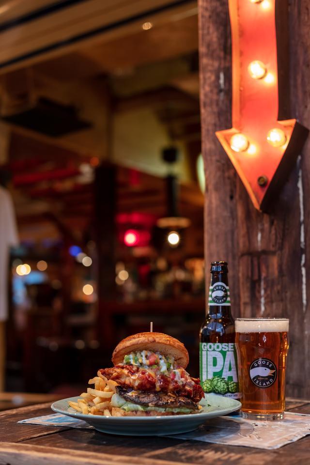 画像1: シカゴ発大人気のクラフトビールと、日本が誇る大人気バーガー店が夢のコラボ!!!