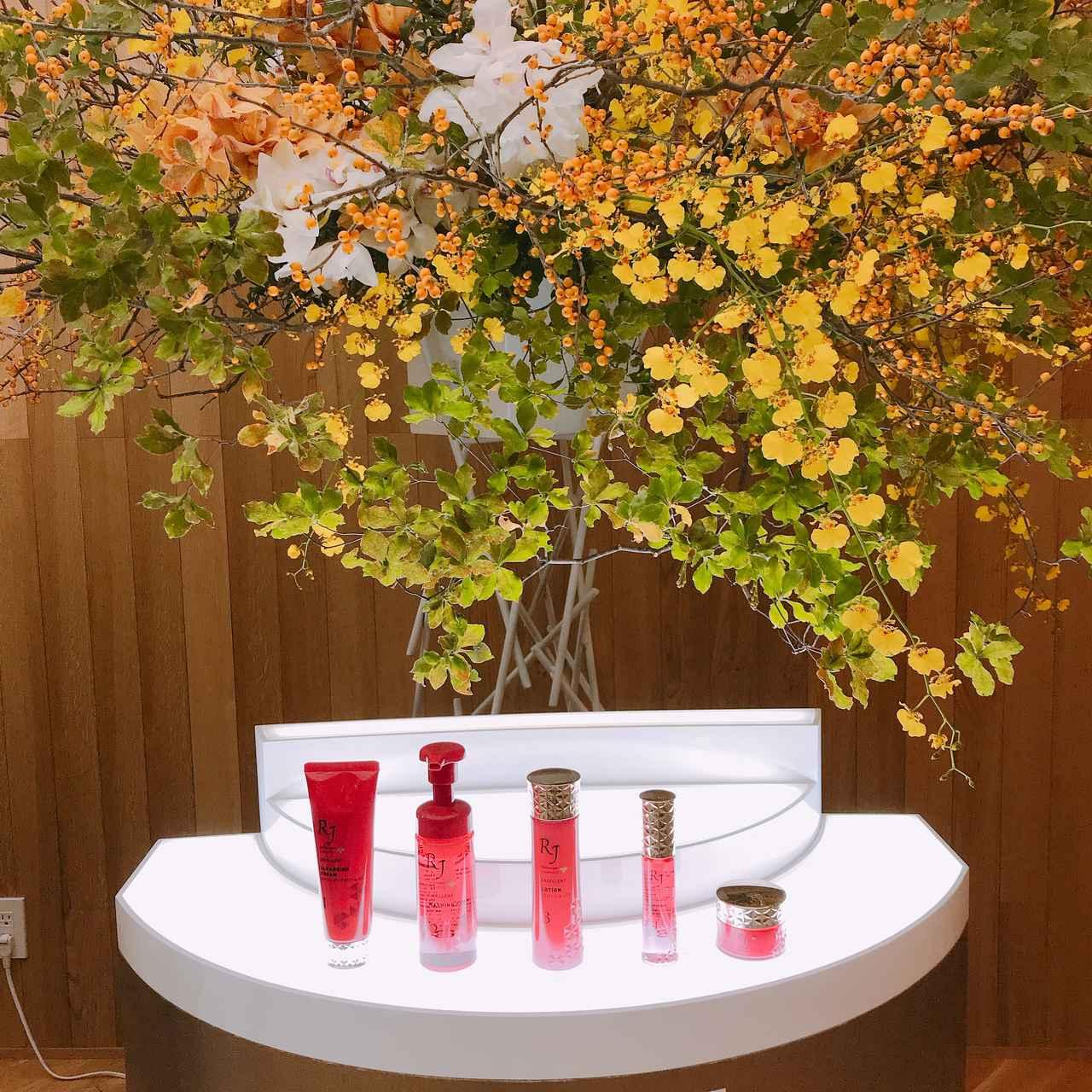 画像: 「華道 草月流」とのコラボで飾られた新商品の「RJエクセレントシリーズ」の展示はとても華やかで素敵♡