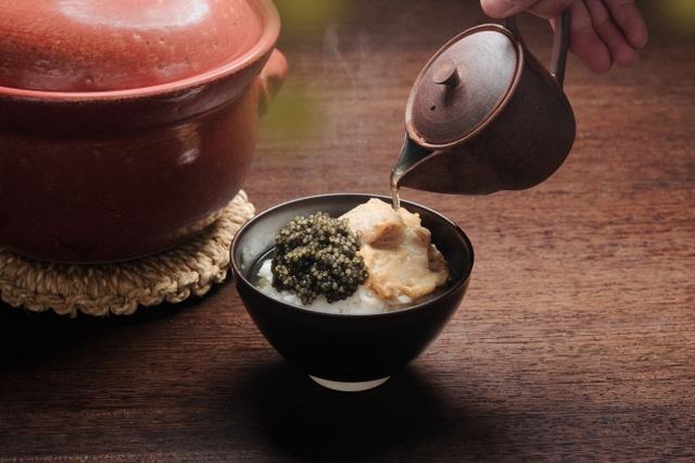 画像1: 至高のひと啜り。キャビア一缶を贅沢に使用した玉露キャビア茶漬け