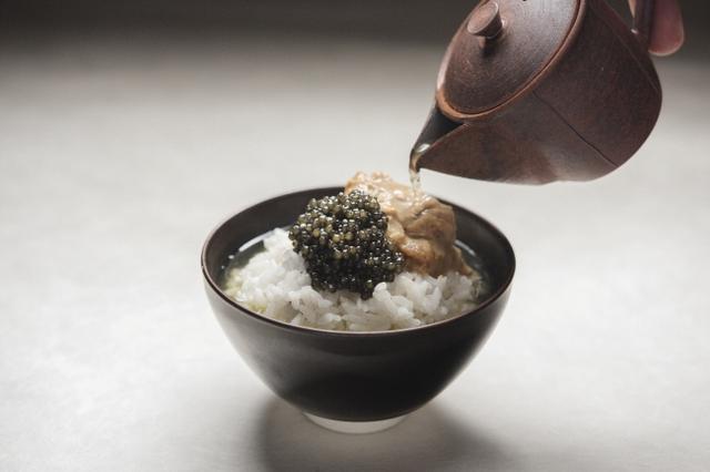 画像3: 至高のひと啜り。キャビア一缶を贅沢に使用した玉露キャビア茶漬け