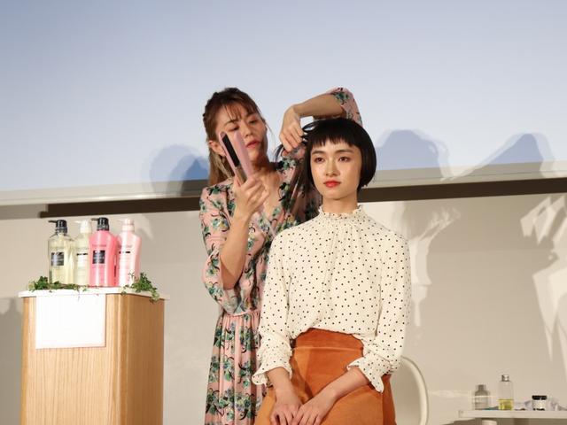 画像: ショートヘアは、コテを使って外はねにして表情をつけると良いそうです。