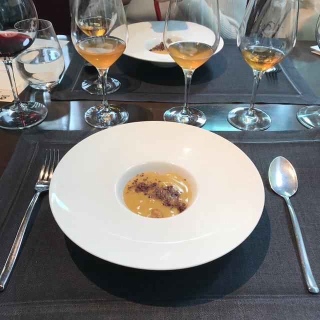 画像: Dessert 温かいマラサラ・ザバイオーネ、ナッツとカルダモンのクランブルとタンジェリン/Wine 「Albana Di Romagna Passito Fattoria Del Monticino Rosso」