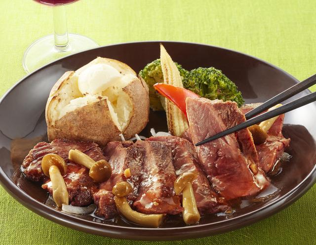 画像: 牛フィレ肉のステーキ 和風きのこソース  1,799円