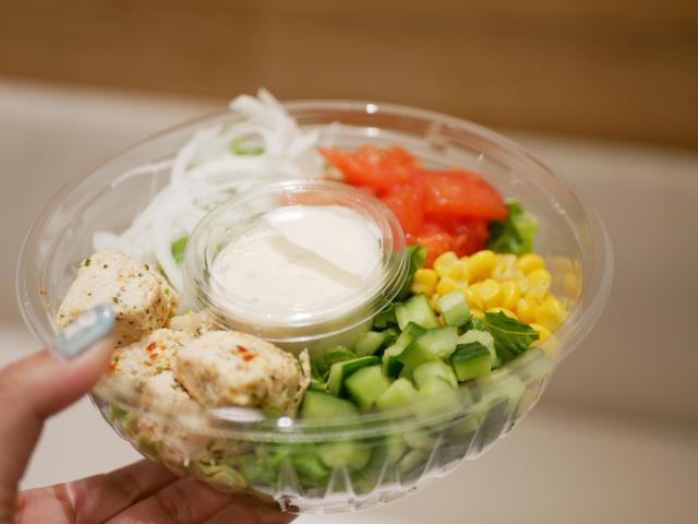 画像: ハーブチキンと彩野菜のサラダ