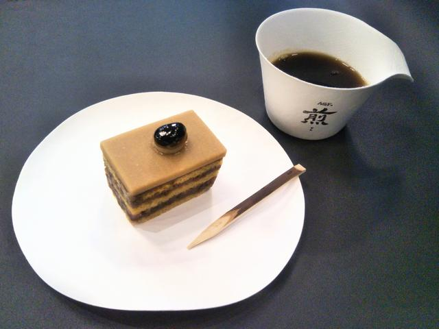 画像: コーヒーと和菓子を楽しんでみては?