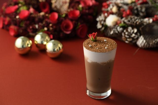 画像: ■「サント・ニュイ」 : 1,000円 聖なる夜をイメージしたコールドドリンクです。 欧米ではクリスマスの季節によく作られる、ジンジャーブレッドの風味を付けたアイスチョコレートに仕上げました。