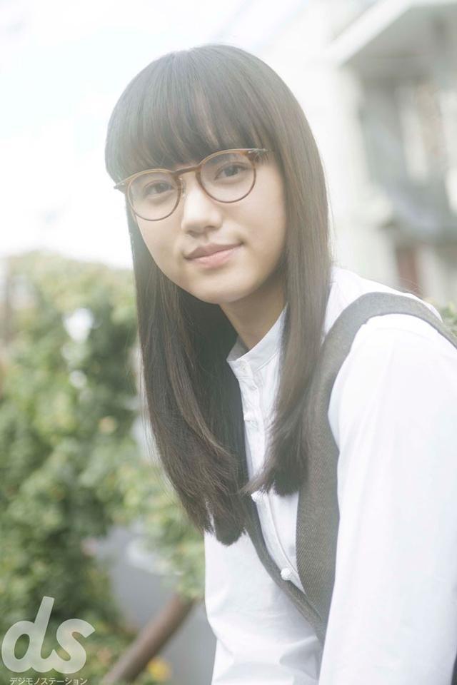 画像1: メガネグラビア連載「ビジョメガネ」に ドラマやCMで活躍中の新進女優・清原果耶が登場