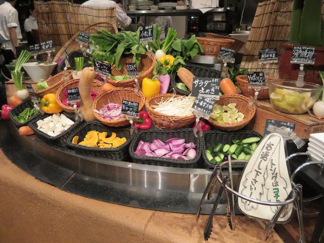 画像: たくさんの野菜が食べ放題! サラダバー
