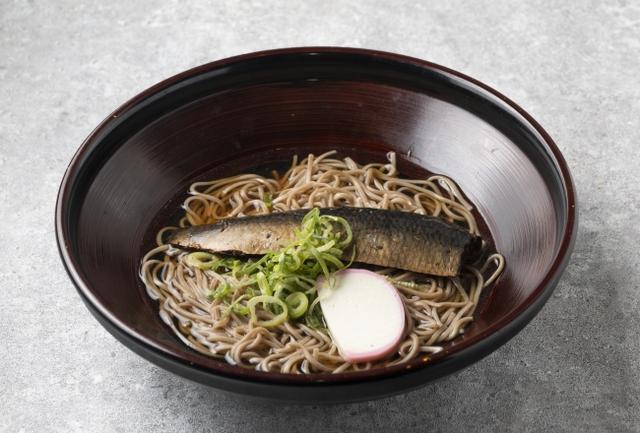 画像: 「にしんそば」 1,000円 甘辛く炊いたニシンの姿煮をトッピングした京都の名物そば。