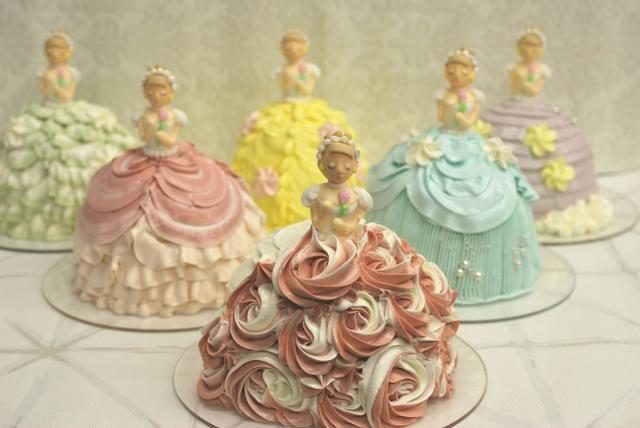 画像: 甘いクリームのドレスが可愛いプリンセスのケーキ