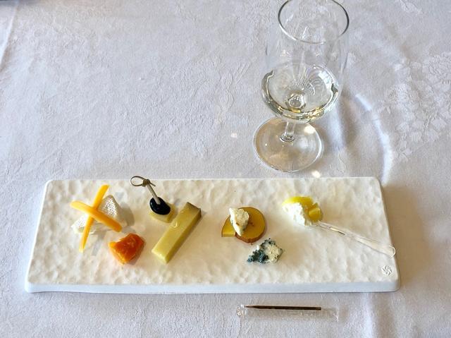 画像: ブルーチーズとフレッシュチーズ