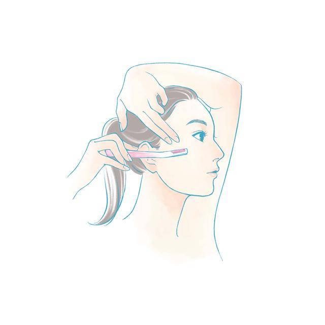 画像: 頬は、目の下の頬骨のあたりを内側から外側へ向かって1回剃り、あとは上から下に向けて剃っていきます。 こめかみも、髪の生え際を1~1.5cmくらい残し、上から下に向けて剃っていきます。