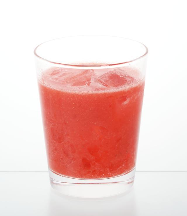 画像: 苺のフレッシュ&ゼリー 399円(税込430円) 苺の美味しさをぎゅっと閉じ込めた、爽やかなフレッシュドリンク。フレッシュの苺6粒分だけでなく、とろりとしたのどごしのゼリーを加えています。
