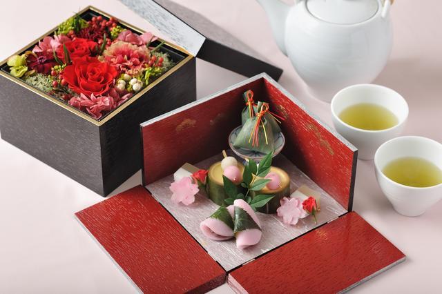 画像1: 【星野リゾート 界】感謝の気持ちを贈る母の日ギフト 花と和菓子の「感謝箱」付き宿泊プラン