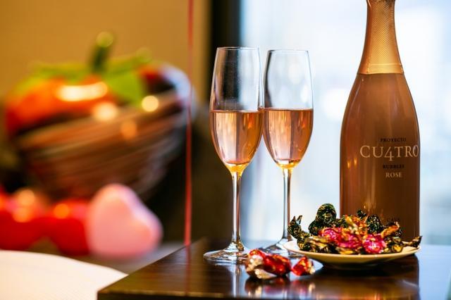 画像: スパークリングワインとチョコレートで優雅なひとときを