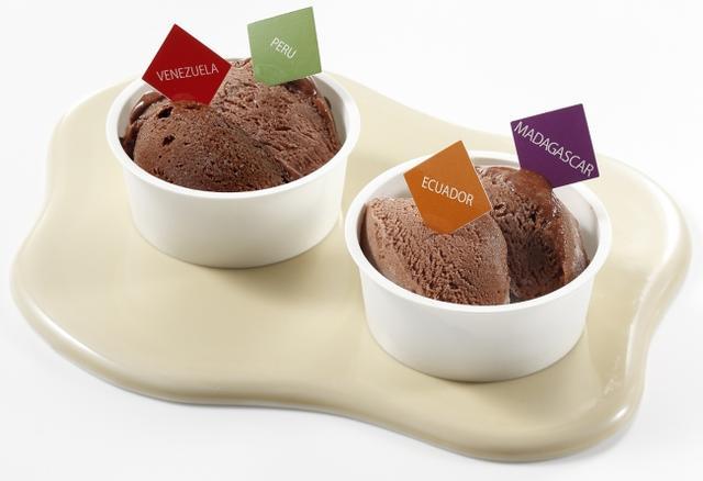 画像: 『ドモーリ』コールドチョコレート2種食べ比べ 各648円/1カップ