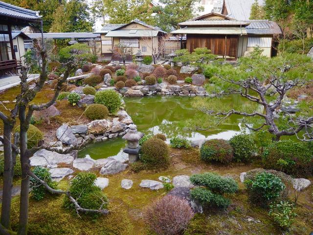 画像: 300坪の庭園はとても美しく、眺めていると心が癒されます…。