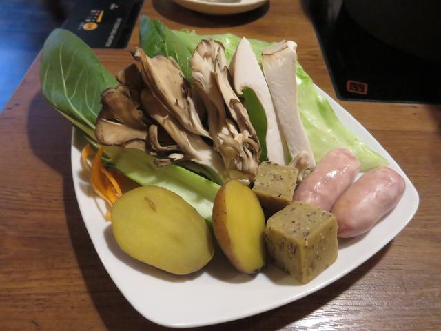 画像8: 鍋にかけるチーズ!?
