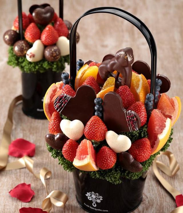 画像1: バレンタインにおすすめ! チョコとフルーツをおしゃれに融合した 「フルーツブーケ(R)」