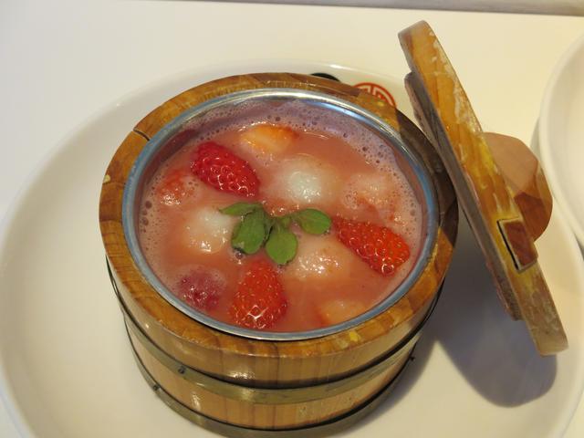 画像1: 体が温まる香港スイーツ『フレッシュいちごたっぷりのいちごHOTスープ』 HONG KONG SWEETS 果香
