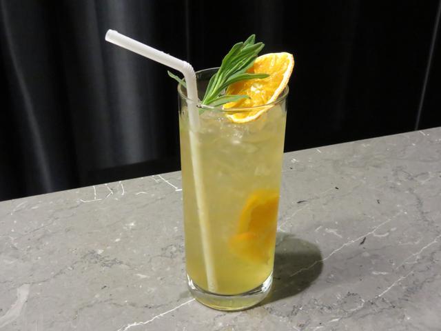 画像: DETOXMASH(デトックスマッシュ) ・透き通った甘酒45ml ・オレンジのぶつ切り1/6個 ・辛口ジンジャーエール60ml