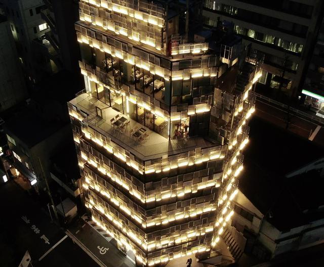 画像: 世界的建築家の隅研吾氏による設計とデザインによって建築された、横浜の新たな食のランドマーク「デリス横浜ビル」