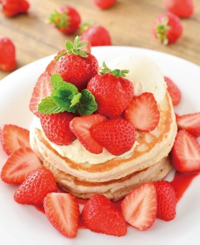 画像: 大粒苺を9個も山盛りにした「ほこたいちごのパンケーキ(1,706円/アロハテーブル)
