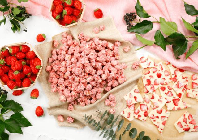 画像1: 甘酸っぱいイチゴフレーバーにイチゴフレークを散りばめたイチゴづくしの最新作「ベリーベリーホワイトチョコレート」
