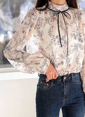 画像: [DHOLIC] ブラックリボンフローラルブラウス・全2色シャツ・ブラウスブラウス・チュニック レディースファッション通販 DHOLICディーホリック [ファストファッション 水着 ワンピース]