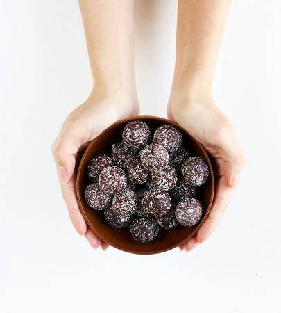 画像2: 「フルーツ&ナッツ チョコレート スナックボール」がナチュラルローソンから絶賛先行販売中!