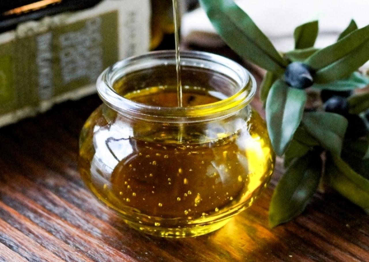 画像: ◆イタリア産有機エキストラバージンオリーブオイル 香り高く風味豊かなオイルです。 ピザの仕上げに使用しています。